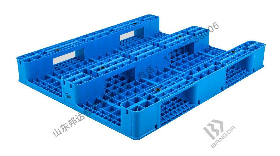 网格川字塑料托盘有哪些特点?网格川字塑料托盘使用普遍吗?