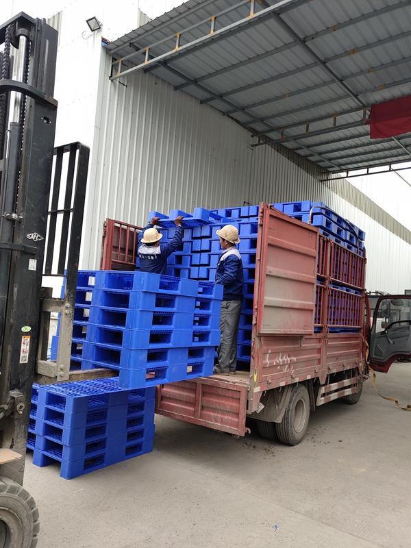 山东邦达塑料托盘的承载重量及码放方式